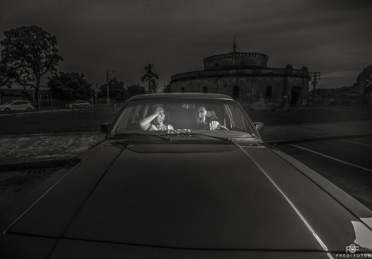 Fotógrafo é um Contador de Histórias: No Primeiro dia que Danilo foi conhecer seu Sogro, o mesmo pediu para que ele Dirigi-se seu Opala e o Danilo deu uma Acelerada no Opala que a noiva se assustou!   Foi um Episódio muito engraçado na vida deles, o Opala é um carro especial na vida deste Casal, pois era o carro de seu Pai.     Tanto é que o carro da Noiva Foi um Opala...