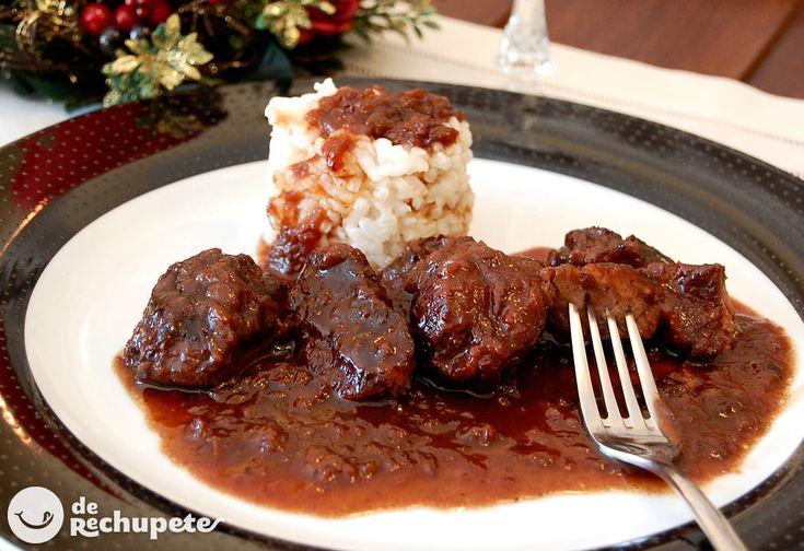 Un menú al que no te podrás resistir en estas fechas. Disfruta de estas carrilleras con salsa de vino y ciruelas, ¡más que delicioso para los amantes del vino!
