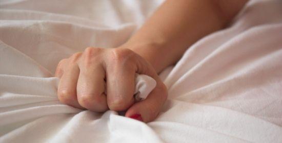 Semmai ce ne fosse bisogno, ecco un'altra buona notizia sui benefici del sesso: raggiungere un orgasmo non solo è una bella esperienza ma è anche molto utile e fa bene alla salute del corpo e della mente. Scopri i principali vantaggi! http://www.wellvit.it/blog/orgasmo-fa-bene-alla-salute-del-corpo-e-della-mente/