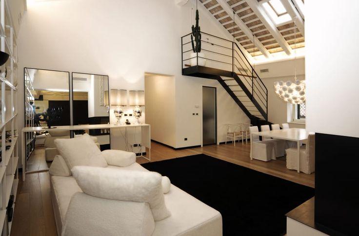 Sfoglia le immagini di Ingresso, Corridoio & Scale in stile in stile Moderno di Casa S. Lasciati ispirare dalle nostre immagini per trovare l'idea perfetta per la tua casa.