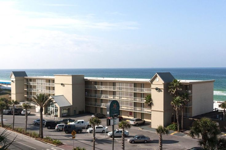 If you are looking for an inexpensive, beachfront hotel in Panama City Beach, the Reef is the best Panama City Beach Hotels! Perfect for Spring Break with an Emerald Coast view!