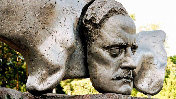 1) Jean Sibeliuksen päivä 8.12. suomalaisen musiikin päivä 2) Ainola http://www.ainola.fi/ 3) Jean Sibeliuksen verkkosivusto http://www.sibelius.fi/suomi/index.html