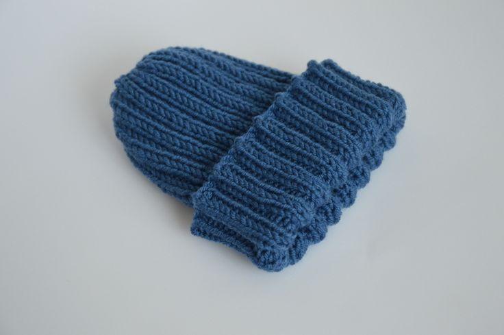 Baby growing hat from virgin merino wool.