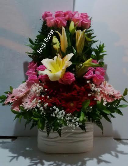 Toko Bunga di Daerah Jakarta Barat menerima pesanan Bunga Ucapan seperti Bunga Papan, Bunga Meja, Bunga Standing, Bunga Tangan
