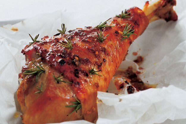 Pečené krůtí stehno na rozmarýnu a česneku
