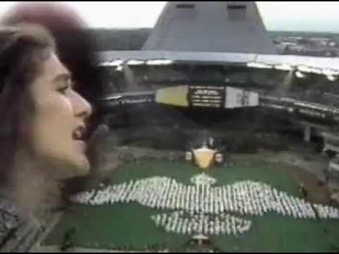 ICI.Radio-Canada.ca  À 16 ans, Céline Dion chante Une colombe devant 65 000 personnes au Stade olympique en l'honneur de la venue du Pape Jean-Paul II à Montréal. La même année, la protégée de René Angélil se produit à l'Olympia de Paris.