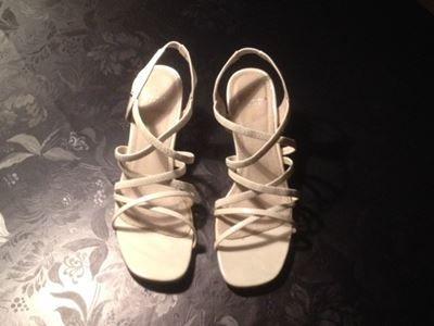Sko, Hvide sandaler med