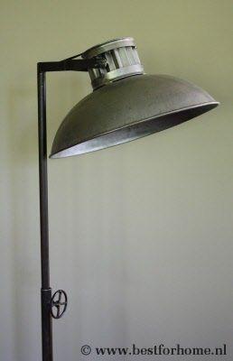Stoere Staande Lamp Metaal Sober Robuust
