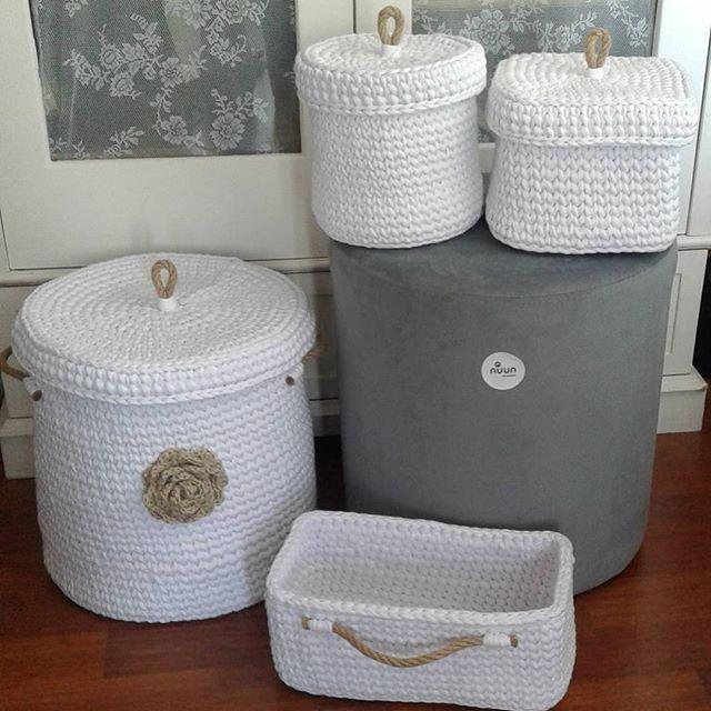Bir takimi daha bitirmenin mutlulugu  NOT=Sepet siparisi almiyorum.. Kendiniz yapmis gibi isimsiz kulanmayiniz, emege saygi lutfen #sepet #orgusepet #penyeip #elörgüsü #elyapimi #handmade #handknit #siparis #babyroomdecor #crochet #maccoroni #spagettiyarn #handmadewithlove #iloveknitting #knit #nuunhandmade #nuun_handmade