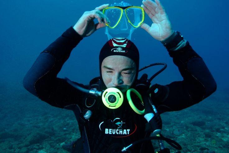 Vidage de masque en plongée, un geste capital  à maîtriser Scandale du vidage de masque : un secret bien gardé en plongée ! Il y a beaucoup de plongeurs qui cachent un secret dangereux, celui du vidage de masque.. C'est entre autre pour cette raison que...