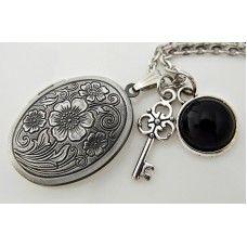 SAKLI BAHÇE Antik Gümüş Madalyon Kolye http://ladymirage.com.tr/kolyeler.html/sakli-bahce-antik-g%C3%BCm%C3%BCs-madalyon-kolye-54084251.html?limit=100 #madalyon #kolye #antikgümüş #anahtar #akiktaşı #doğaltaş #siyah #takı #tasarım #elyapımı