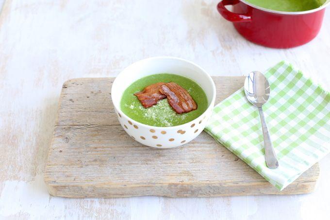 Zin om een soep te maken die binnen 15 minuten op tafel kan staan? Probeer dan deze overheerlijke en gezonde spinaziesoep eens.