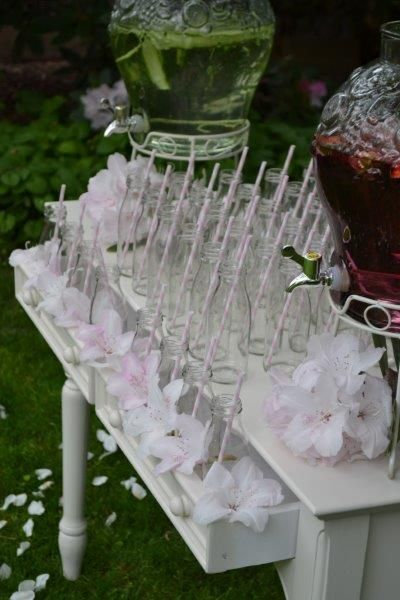 Pretty garden party drinks