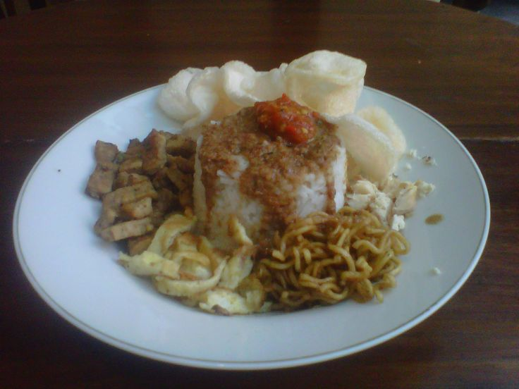 Nasi uduk (Rice cooked with coconut milk)