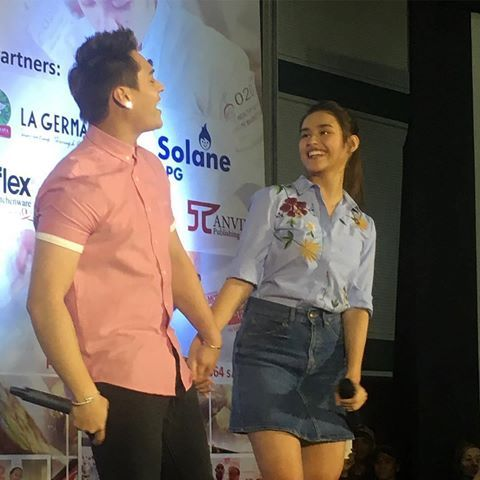 "Ang sweet ! #Repost @pepalerts ・・・ Enrique and Liza held hands as they perform a duet of The Chainsmokers's song ""Closer"" in a culinary event earlier today. #lizquen #enriquegil #lizasoberano #teamforever #myexandwhys feb 15"