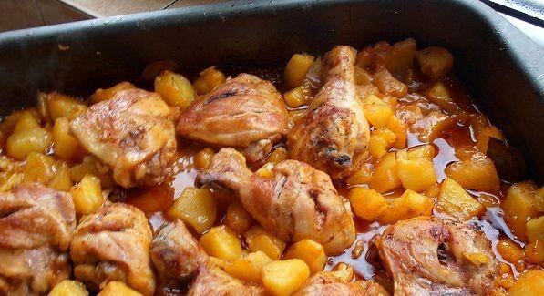 Tepsis csirke burgonyával, csodás szósszal, fejedelmi főétel gyorsan a sütőből! | EgybeMinden Blog