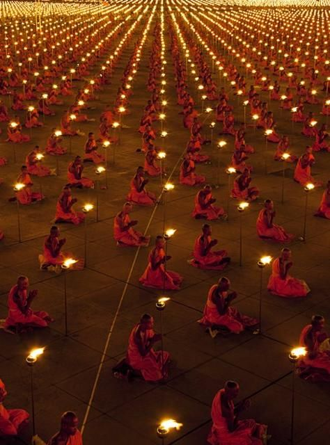 thousand monks together - repinned by www.earthangel-family.de