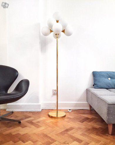 Hej  Nu är det dax att att sälja min mycket ovanliga sputniklampa i golvmodell.  Dessa lampor är extremt populära och i golvmodell mycket sällsynt. Enligt uppgift tillverkad av Cosack Lamp.  Denna skönhet är från sent 60-tal alt. tidigt 70-tal och är...