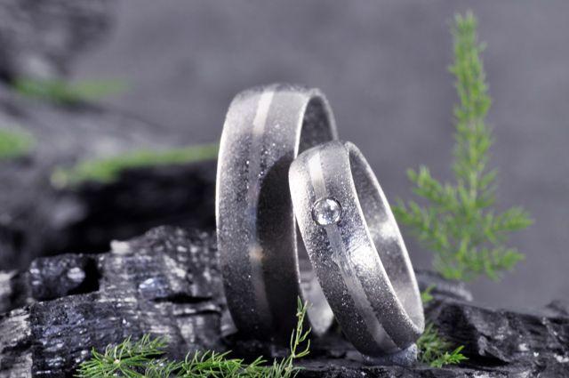 Eheringe veredelt mit Deinen selbst auserwählten Essenzen: http://elfenmetall.de Für alle Menschen denen Hochzeit und Heirat wirklich wichtig ist.
