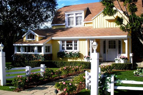 Desperate Housewives Susan's house.  Finale is May 13th. www.housekaboodle.com