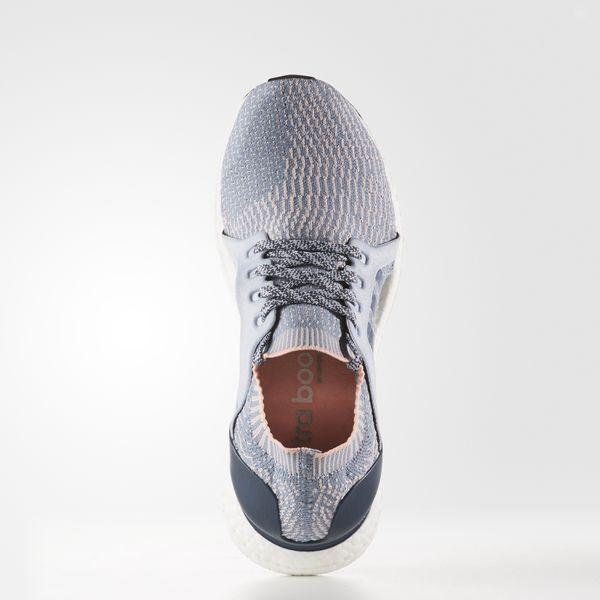 Siente tus pies ligeros en carrera con esta zapatilla de running para mujer diseñada para ofrecerte la máxima comodidad y el ajuste de un guante. Incorpora la tecnología boost™ que te proporciona un retorno de energía de sin límites y presenta un diseño exclusivo que envuelve el arco y lo sostiene acompañando el movimiento natural del pie. Cuenta con una parte superior ultraligera confeccionada en tejido adidas Primeknit.125 EUR