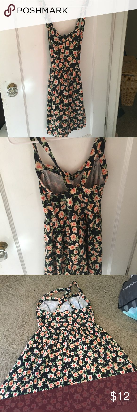 forever 21 plus size dress adorable floral printed forever 21 plus size dress! cross in the back and has thin straps. size 1X. super comfy and cute, perfect for summer! has peachy orange flowers. worn, a little fading but still in great condition :) MAKE OFFERS Forever 21 Dresses