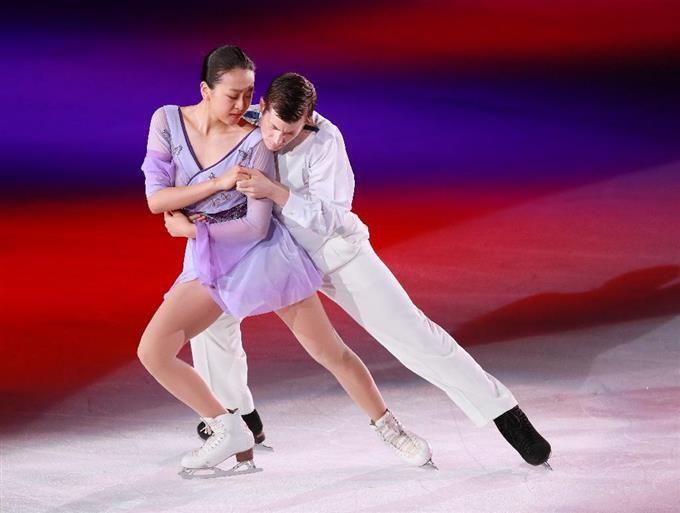 「THE ICE」で演技を披露する浅田真央とジェフリー・バトル=大阪市中央体育館(撮影・松永渉平)