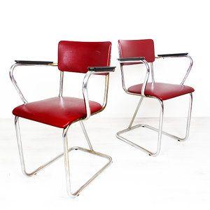 Twee vintage buizenframe stoelen