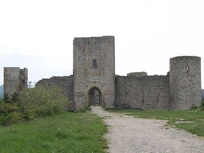 Castello di Puivert - (Puègverdin occitano) fu uno dei cosiddetticastelli cataridurante il XIII secolo. È situato inLinguadoca-Rossiglionenella regione diQuercorb, 60km a sud diCarcassonneinFrancia. Il castello è stato classificato comemonumento storicodal Ministro della Cultura Francese nel 1902.