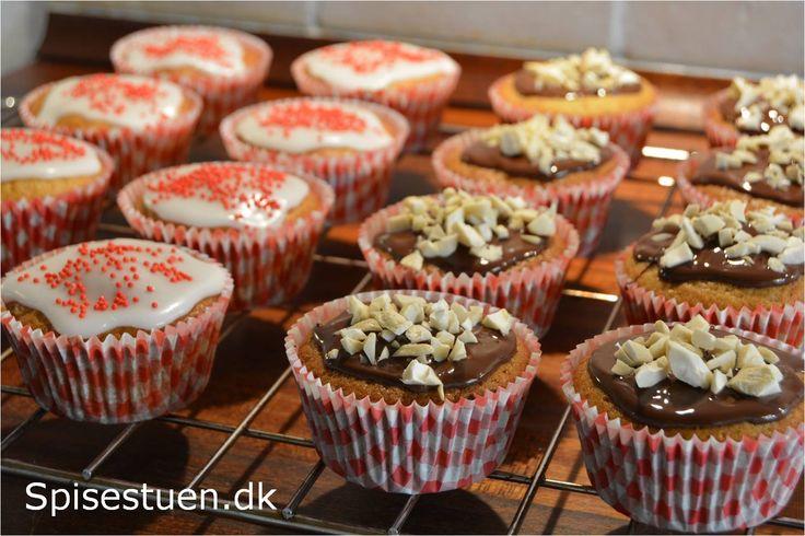 Svampede og skønne muffins med små stykker pære og dejlig smag af kardemomme :-) Danske Clara Friis pærer er i sæson, ogsåspises der masser af pærer her i familien. I dag kom der også lidt i mine…