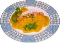 Łosoś gotowany na parze w ostrym sosie z mango i chili