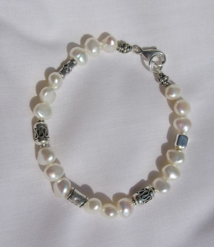 White pearl and silver bead bracelet