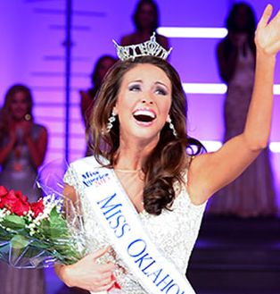 Miss Oklahoma Kelsey Griswold (Gamma Phi Beta, Oklahoma City University)
