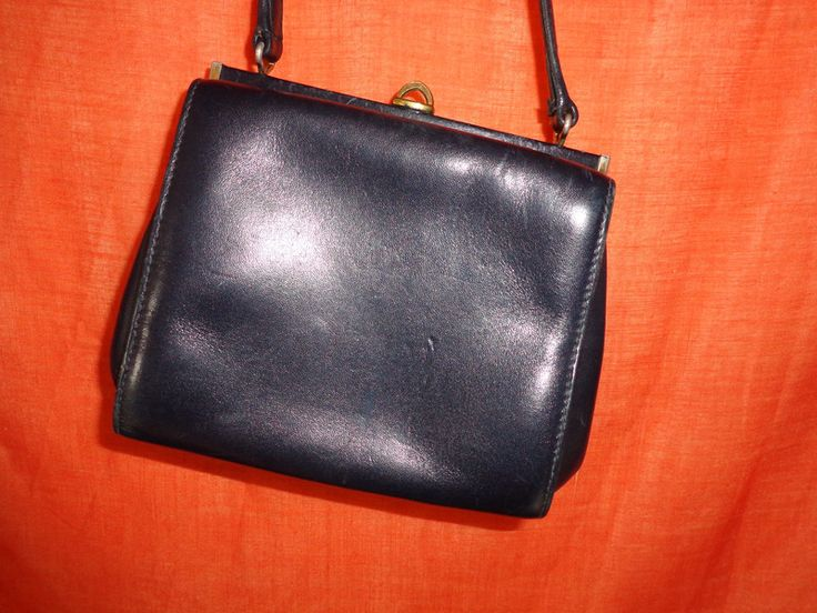 Vintage Handtaschen - Tasche*Vintage*dunkelblau*Leder*Hartschale* - ein Designerstück von SweetSweetVintage bei DaWanda