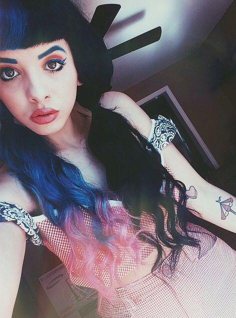 Melanie Martinez omg obsessed with her hair