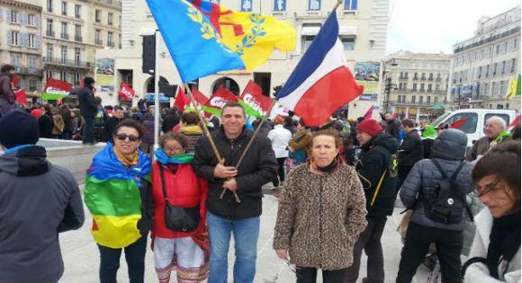 """Les Kabyles de France mettent les Français en garde : """"ne vous faites pas voler votre identité par les Arabes"""""""