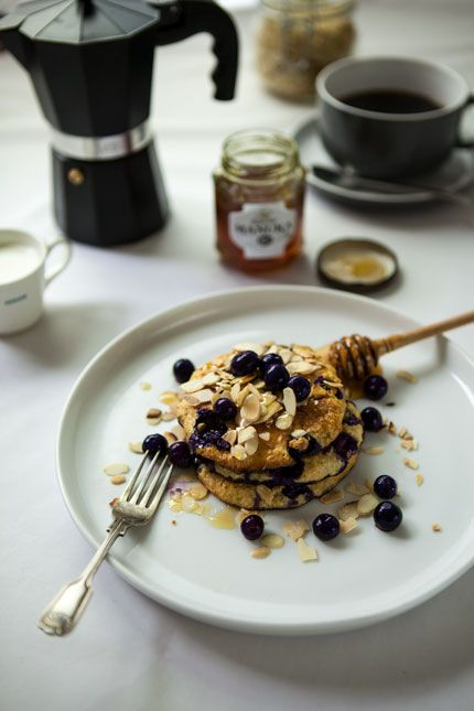 Oaty blueberry pancakes with toasted almonds and Manuka honey | The Slimming Foodie