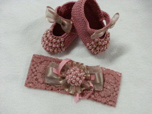 Conjunto sapatilha e faixa nude com perolas vários tamanhos. R$ 105,00