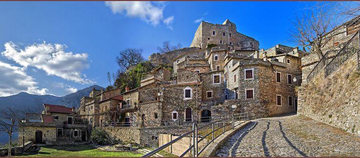 Castelvecchio di Rocca Barbena - Borgo medievale (192 abitanti)
