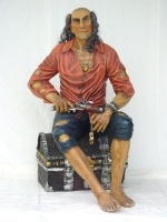 Pirate on Treasure Box life size/piraat zittend op een schatkist levensgroot