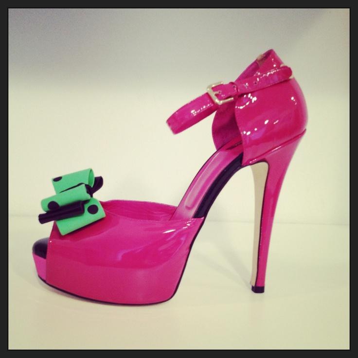 Enrico Coveri fuchsia patent leather open toe with mint green polka dot bow. #Coveri #shoes #fashion #EnricoCoveri