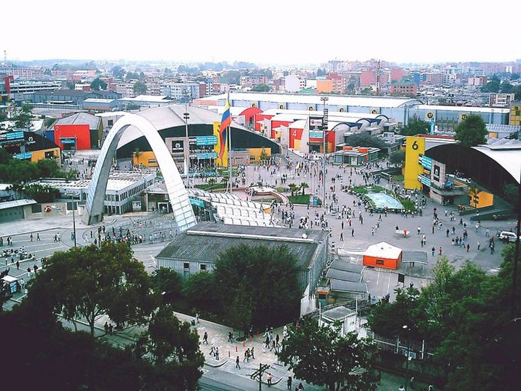 El Centro De Exposiciones Corferias está ubicado en la zona centro occidental entre la calle 26 y la cra 37. Sitio para ferias nacionales e internacionales