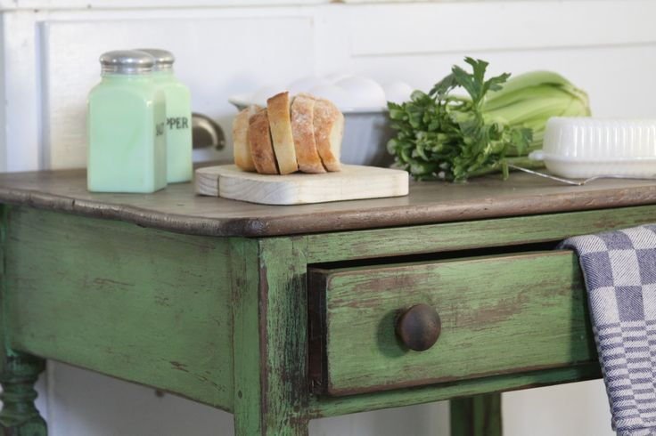 annie sloan paloma with antibes green painted furniture | the vintage bricoleur: Annie Sloan Chalk Paint®️ Inspired Table
