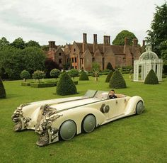 Steampunk style car, reminds me of the car from the movie League of Extraordinary Gentlemen