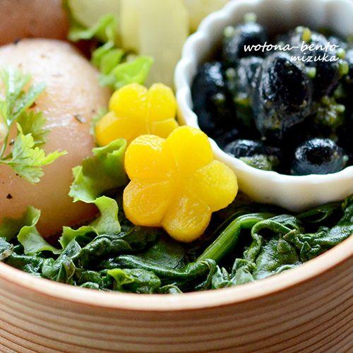 5月最初の日曜日は、休日出勤!連休の最中にお弁当って、なんだか緊張する~(笑)しかし、うちはカレンダー通り。明日もお弁当作るの確定です(ノ∀`)そんな休日出勤のオベントー!・秋刀魚の蒲焼き・人参のスイチリマリネ・紫キャベツの柚子マリネ・セロリのピクルス・黒豆のジェノベーゼ・ほうれん草の粒ぽん酢和え・生ハムのオイルおにぎり秋刀魚の蒲焼きは、コストコのです小鉢に入れた黒豆のジェノベーゼは、先日と同じもの。レ...