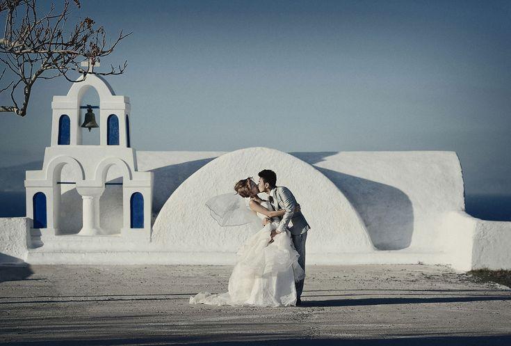 Engagement shoot in Santorini #santoriniwedding #santoriniphotographer