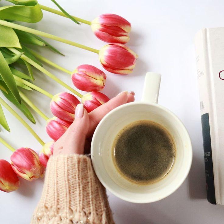 Buna dimineata! 🤗 Lucrez, editez de zor si pregatesc un workshop dragut pentru femeile care vor sa fie frumoase atat la interior cat si la exterior. Sunteti curioase? Mai multe detalii in curand. #workshop #seminar #sparkleandloveyourself #sparkleandlove #beauty #frumusete #lunafemeii #feminitate #soul #cafea #flatlay #lalele #tulips #coffee #morning #bbloggers #lbloggers #lifestyle #lifestyleblogger #beauty #brautybloggers