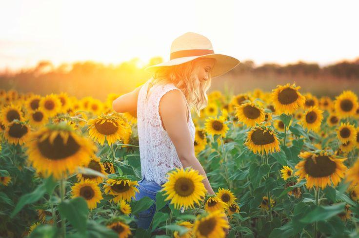 Senior pictures - girl senior picture - sunflower senior picture