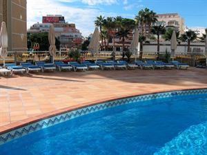Hotel Madeira Centro  Description: Hotel Madeira Centro is van alle moderne faciliteiten voorzien en heeft daarbij ook een perfecte ligging. Op steenworp afstand ligt het oude centrum en het mooie Levante-strand. Vergeet niet een...  Price: 278.00  Meer informatie  #beach #beachcheck #summer #holiday