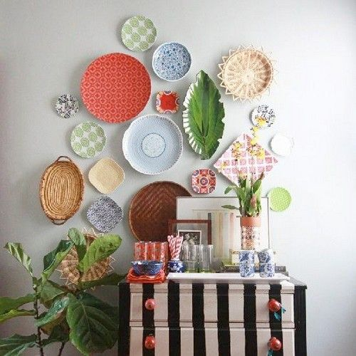 20 Interesting Wall Styling Ideas Messagenote.com Different plates make a composition on the wall